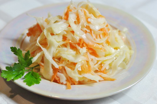 Как сделать салат из соленой капусты