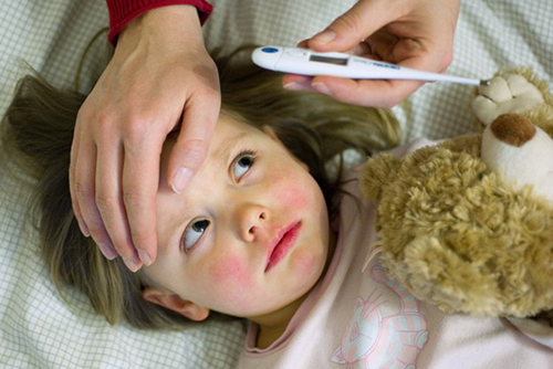 Как сбить температуру у ребенка в домашних условиях видео