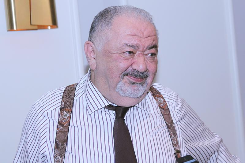 Մխիթար Հերացու անվան ԵՊԲՀ Աչքի հիվանդությունների ամբիոնի պրոֆեսոր Ալեքսանդր Մալայան